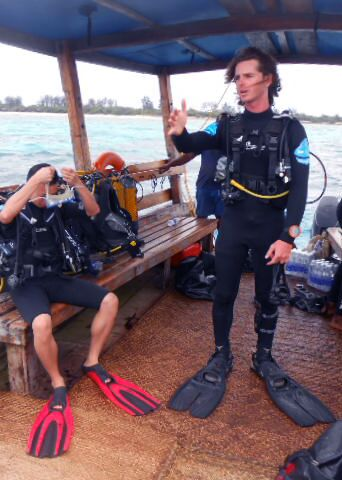 Scuba diver briefing