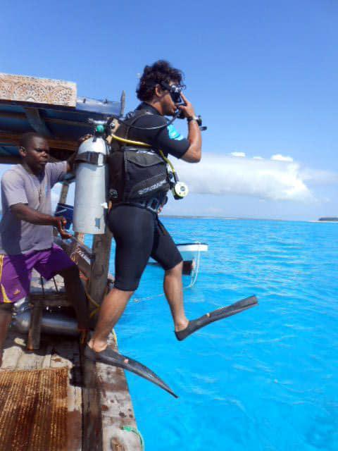 Scuba diver water entry