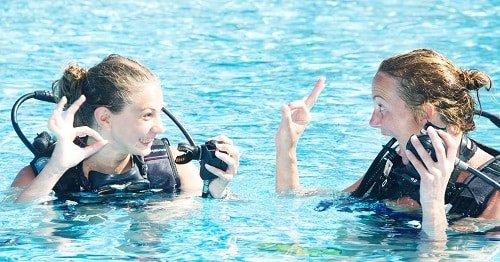 Scuba diving girls menstrual cups